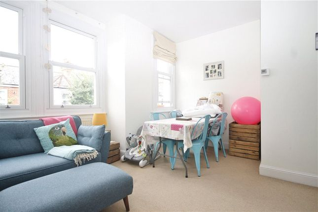 2 bed flat to rent in Farlton Road, London