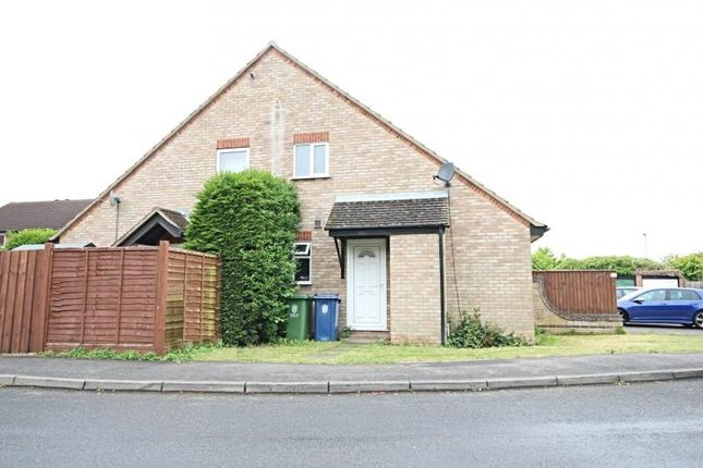 Thumbnail Semi-detached house to rent in The Brambles, Bar Hill, Cambridge