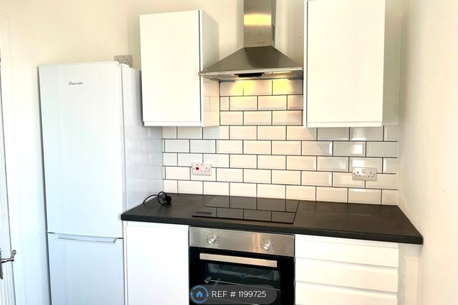 2 bed flat to rent in Knockie Road, Turriff AB53