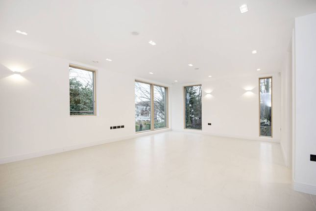 Thumbnail Flat for sale in East Finchley, East Finchley