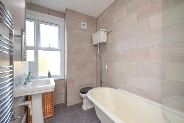 Family Bathroom of Prince Georges Avenue, London SW20