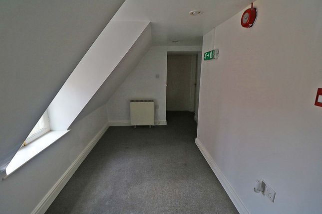 2 bed flat to rent in High Street, Epworth DN9