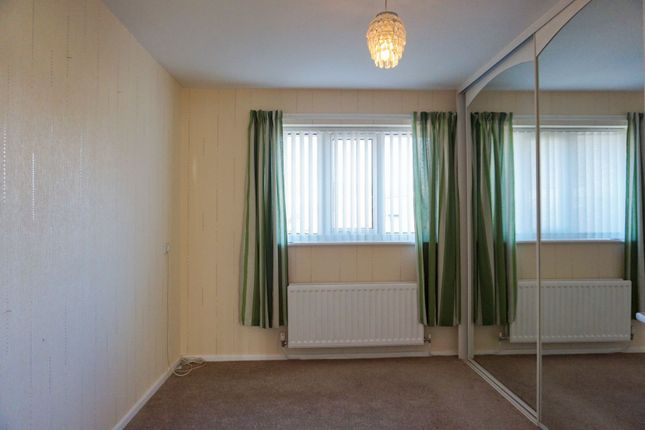 Bedroom of Maypool Drive, South Reddish SK5