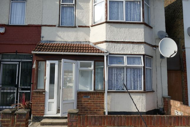 Thumbnail Detached house to rent in Hickling Road, Ilford