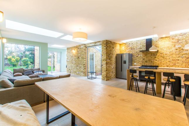 6 bed property to rent in Gladding Road E12, Manor Park, London
