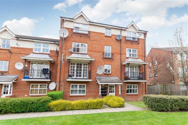 Thumbnail Flat to rent in Shaftesbury Gardens, London
