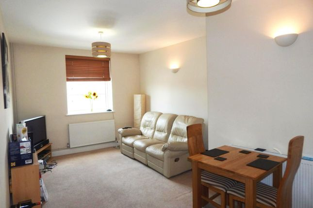 Thumbnail Flat to rent in High Street, Cranleigh