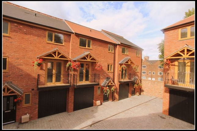 Thumbnail Town house for sale in Hill Street, Walsall