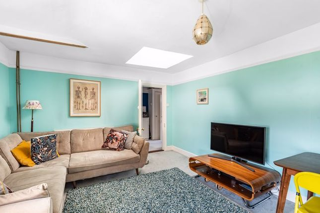 Flat to rent in Broxholm Road, London