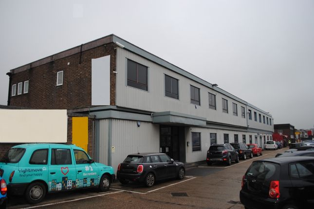 Commercial property to let in Hainault