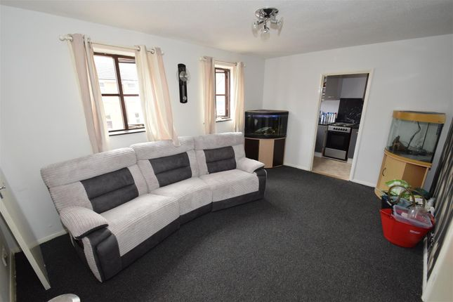2 bed flat to rent in The Turrets, Thorpe Street, Raunds, Wellingborough NN9