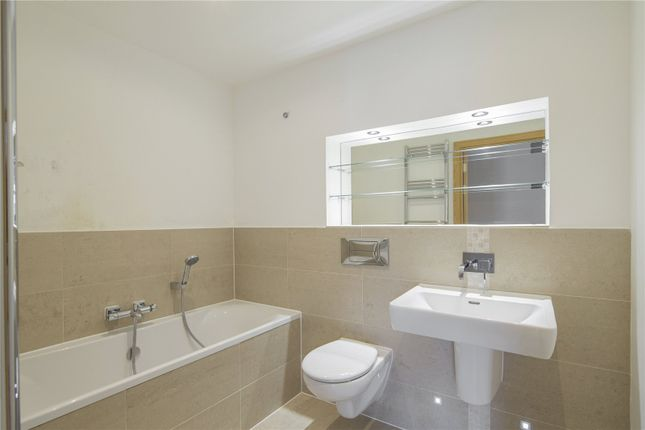Bathroom of Pym Court, Cromwell Road, Cambridge CB1