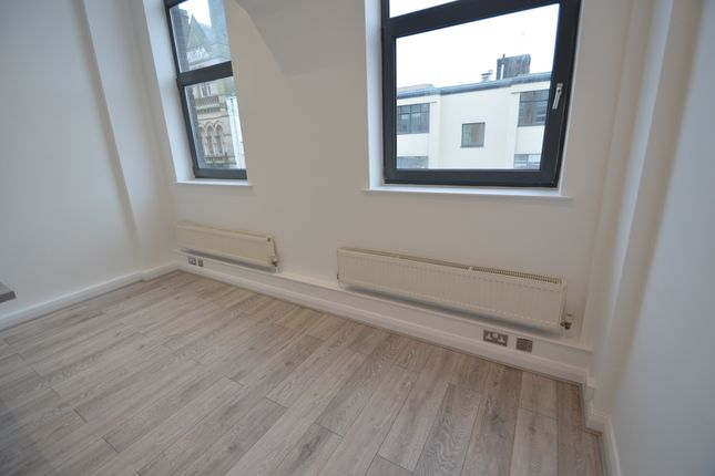 Living Area of Thurland Street, Nottingham NG1