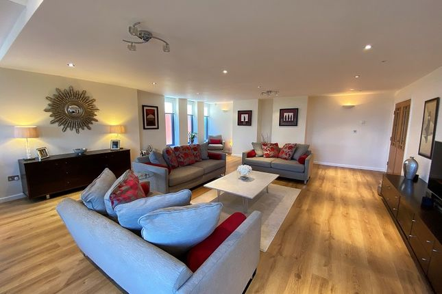 3 bed flat for sale in Royal Park, Grosvenor Road, Southport, Merseyside. PR8