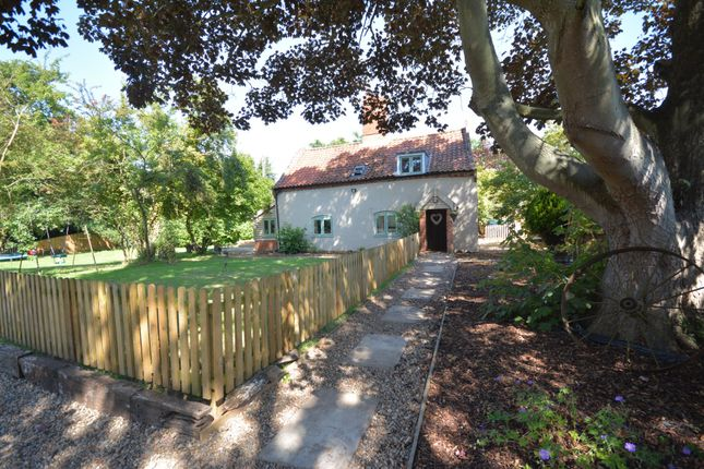 Thumbnail Cottage for sale in London Road, Brampton, Suffolk