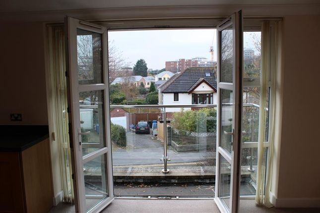 Thumbnail Flat to rent in Birds Hill Road, Poole