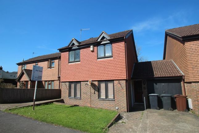 Thumbnail Detached house for sale in Holmsdale Close, Durgates, Wadhurst