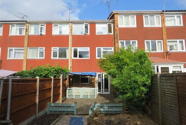 4 bed town house to rent in Cam Mead, Aylesbury HP21