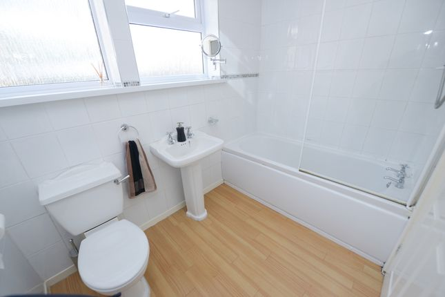Bathroom of Deerlands Road, Chesterfield S40