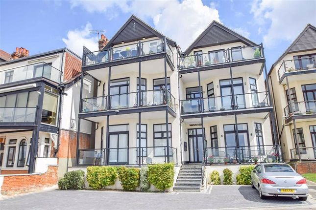 Thumbnail Flat to rent in Mount Liell Court West, Westcliff-On-Sea, Essex