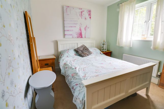 Bed 2 of Guardian Avenue, North Stifford, Grays RM16