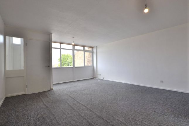 2 bed maisonette to rent in Holmleigh Parade, Tuffley, Gloucester GL4