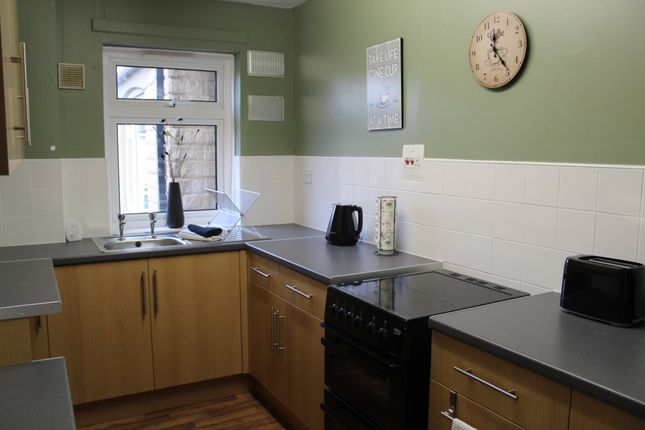 Thumbnail Flat to rent in Queen Street, Ravensthorpe, Dewsbury