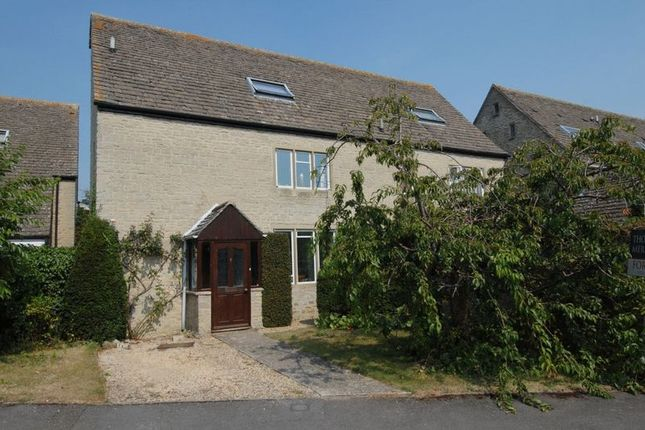 Thumbnail Semi-detached house for sale in Manor Way, Kidlington