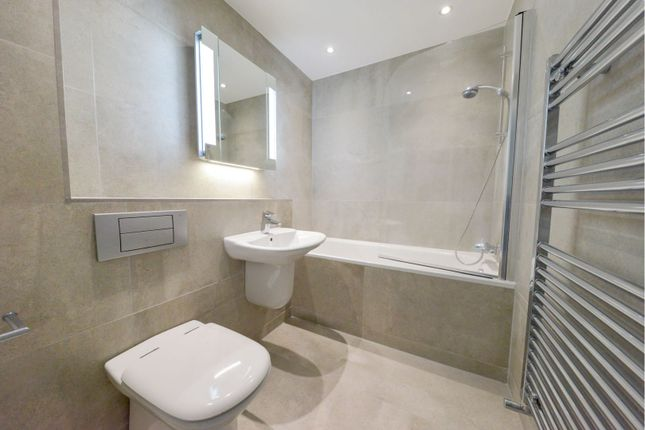 Bathroom of 33 East India Dock Road, London E14