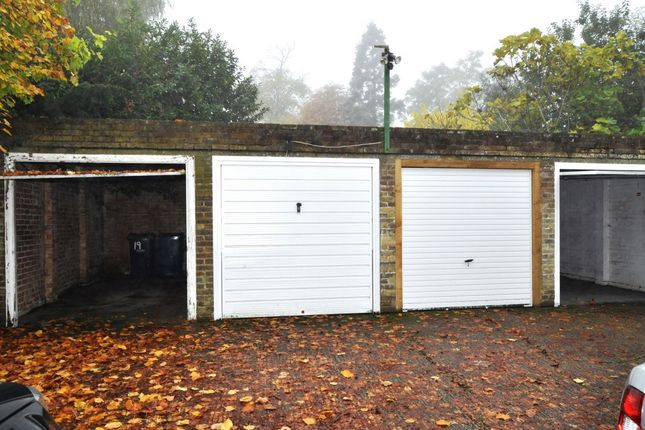 Parking/garage to let in Park View, Stanmore