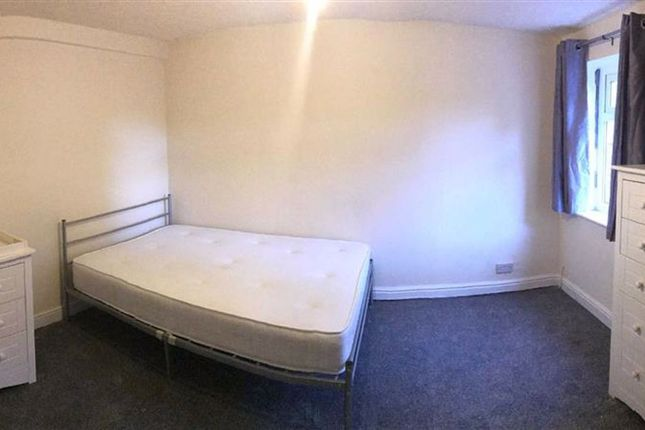 Thumbnail Room to rent in Ainsworth Road, Radcliffe, Manchester