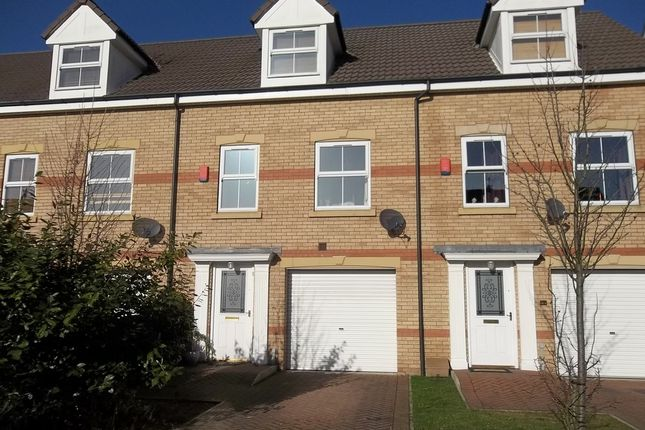 Town house to rent in Heron Drive, Gainsborough
