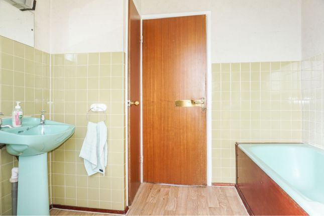 Family Bathroom of Pilling Lane, Poulton-Le-Fylde FY6