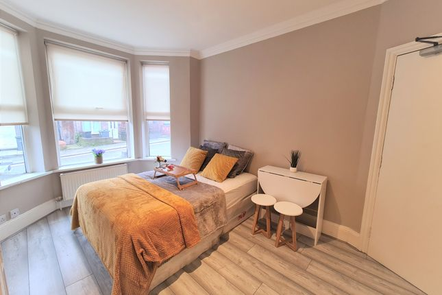 Room to rent in 100 Dallow Road, Luton LU1