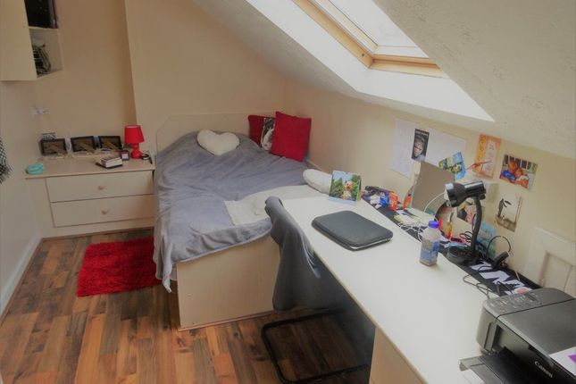 Thumbnail Flat to rent in Sefton Court, Leeds