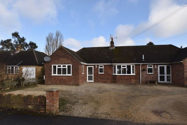Thumbnail Bungalow to rent in Glebe Close, Holmer Green, High Wycombe