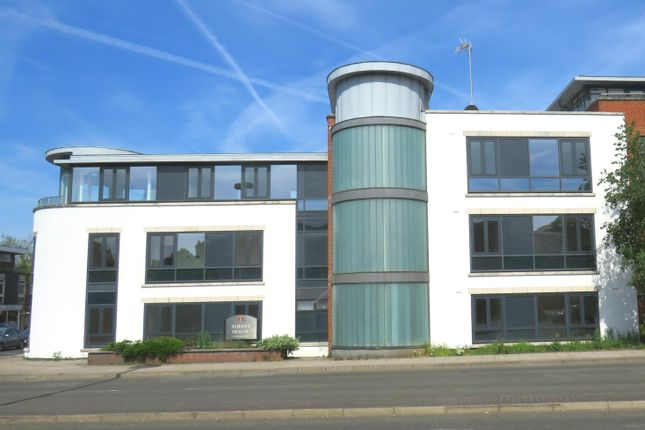Thumbnail Flat to rent in Bishopric, Horsham