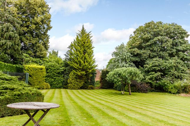 Thumbnail Property for sale in Hop Gardens, Henley-On-Thames