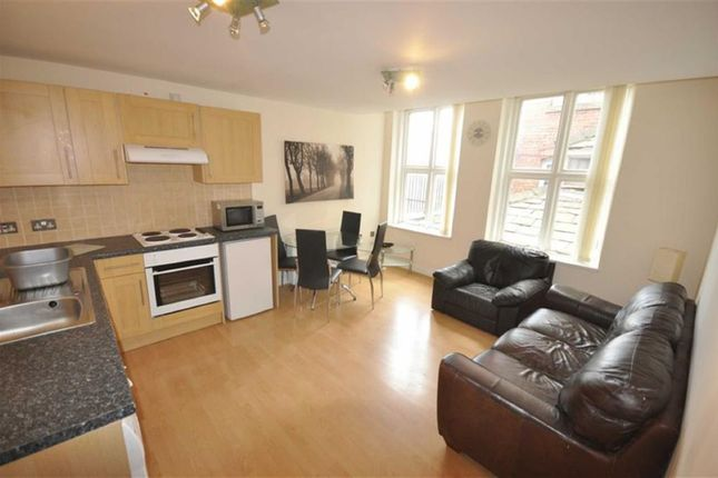 2 bed flat to rent in Broughton Road, Salford
