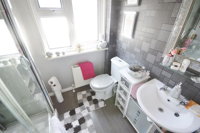 Shower Room of Flagship Park, Flag Hill, Great Bentley CO7
