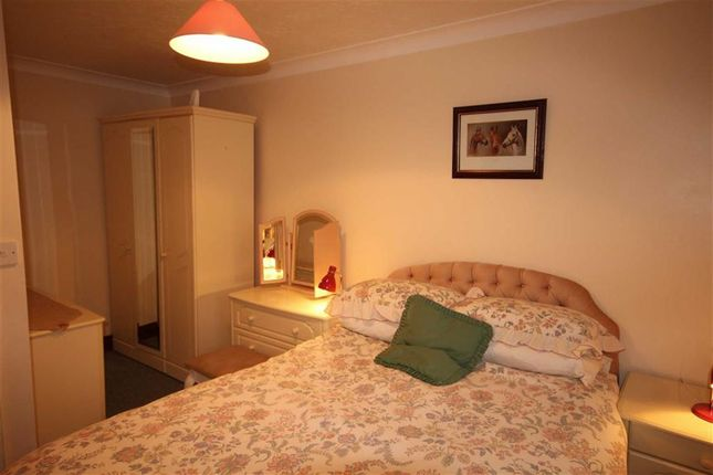 2 bed flat to rent in Skinner Street, Poole, Dorset