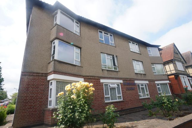 Thumbnail Flat for sale in Forest Avenue, London