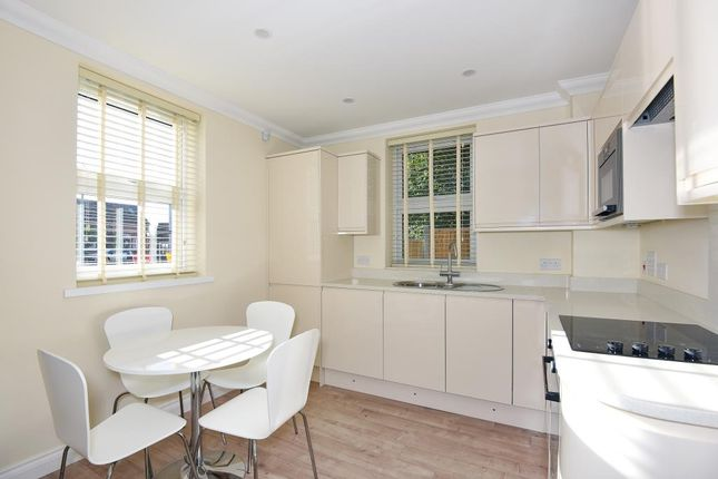 Thumbnail Flat to rent in Town Centre, Wokingham