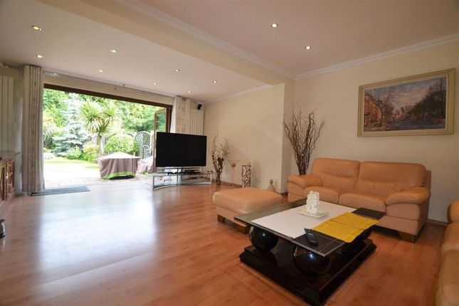 Thumbnail Terraced house to rent in Firstway, Raynes Park