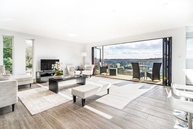 Thumbnail Flat for sale in The Mount, Warlingham
