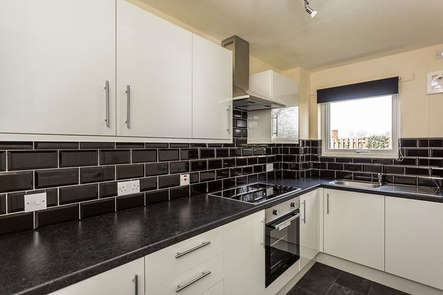 2 bed flat to rent in Manor Oaks Gardens, Sheffield