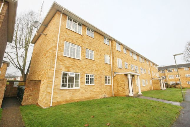 3 bed flat for sale in Lark Avenue, Staines TW18
