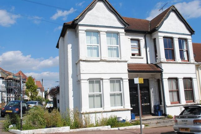 Thumbnail Flat to rent in Hillside Crescent, Leigh-On-Sea