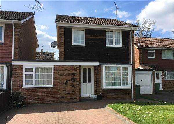 Thumbnail Detached house to rent in Alma Road, Bordon