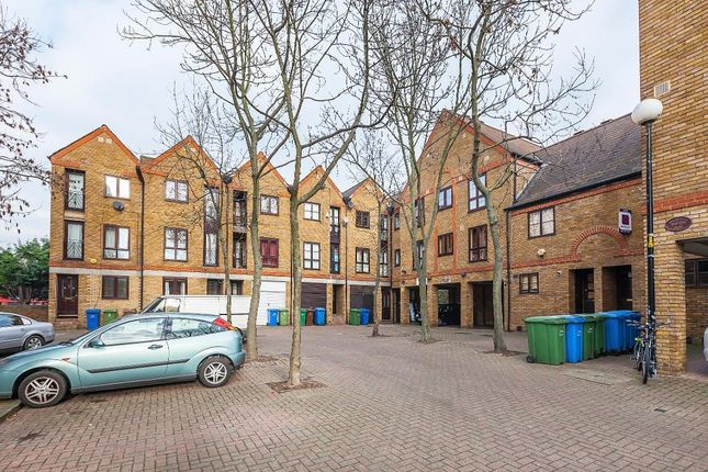 Thumbnail Studio to rent in Brunswick Quay, Surrey Quays, London